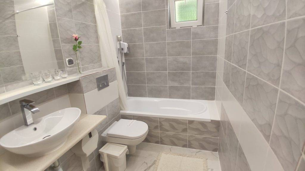pokój 64- łazienka